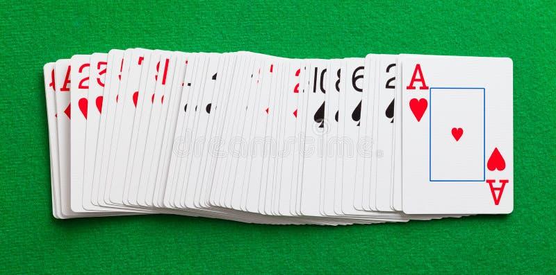 Karty Rozprzestrzeniać na stole zdjęcie stock
