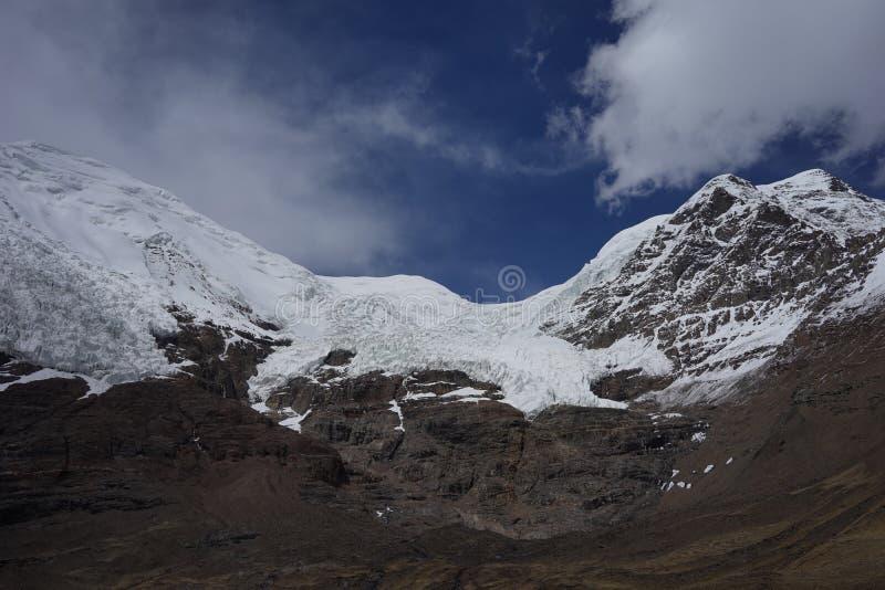 Karuola glaciär i Tibet royaltyfri foto
