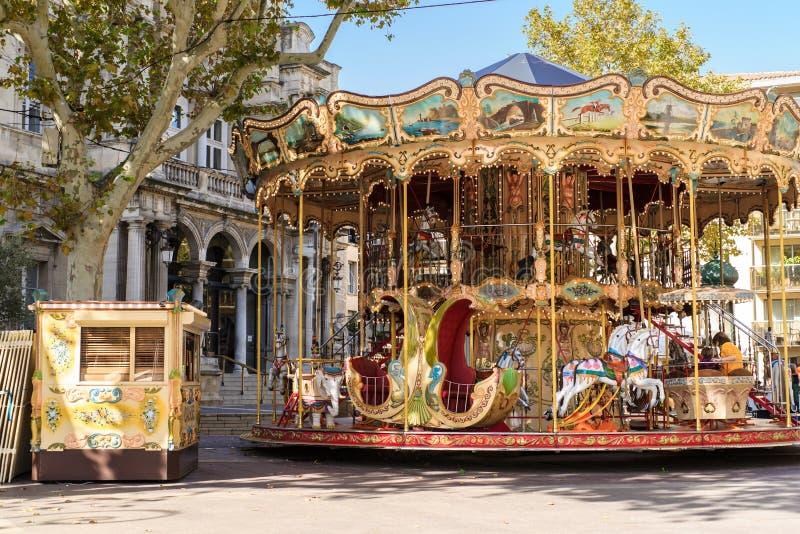 Karusell nära den Palais desen Papes i Avignon Frankrike royaltyfri foto