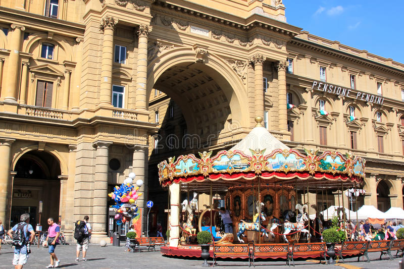 Karusell på Piazzadellaen Repubblica, Florence arkivbilder