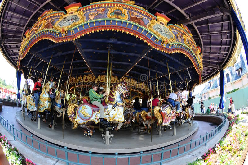 karusellbarn disneyland paris arkivfoton