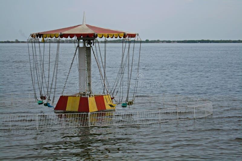 Karussell auf der Ufergegend lizenzfreies stockbild