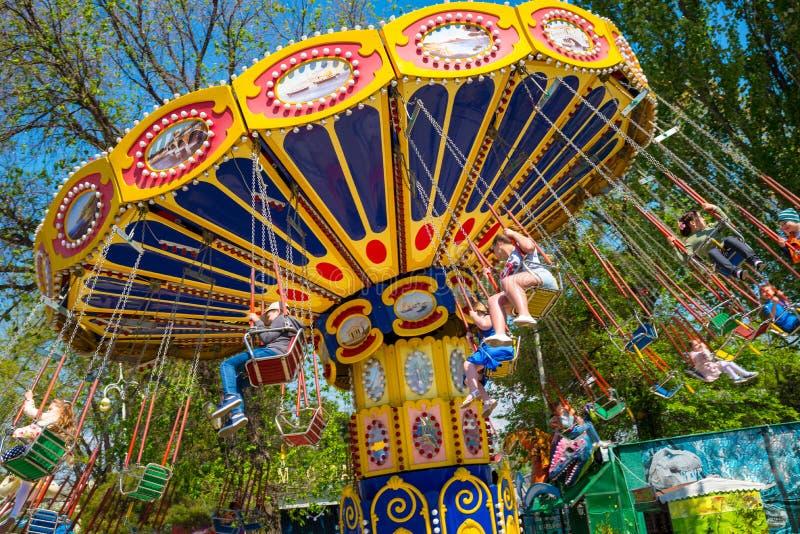 Karussell im Kinderpark, Stadt von Anapa, Krasnodar-Region, Russland lizenzfreies stockbild