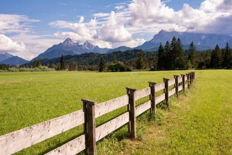 Karwendel-Berge im Bayern lizenzfreie stockfotos