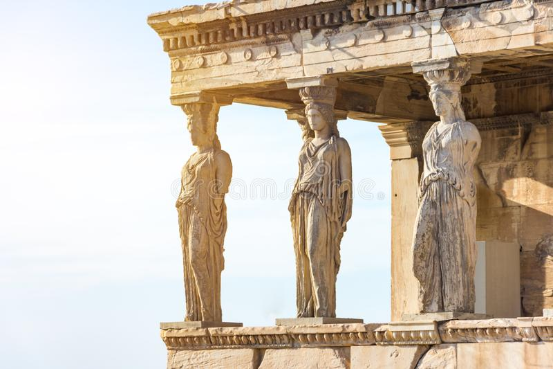 Karyatiderna av Erechtheionen i akropol, Aten Grekland royaltyfri bild