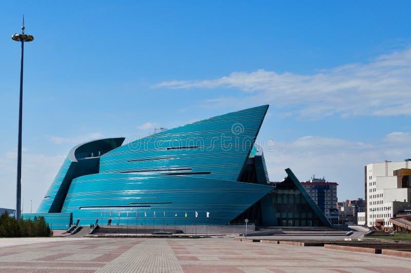 Kasakhstan central konserthall i Astana royaltyfri foto