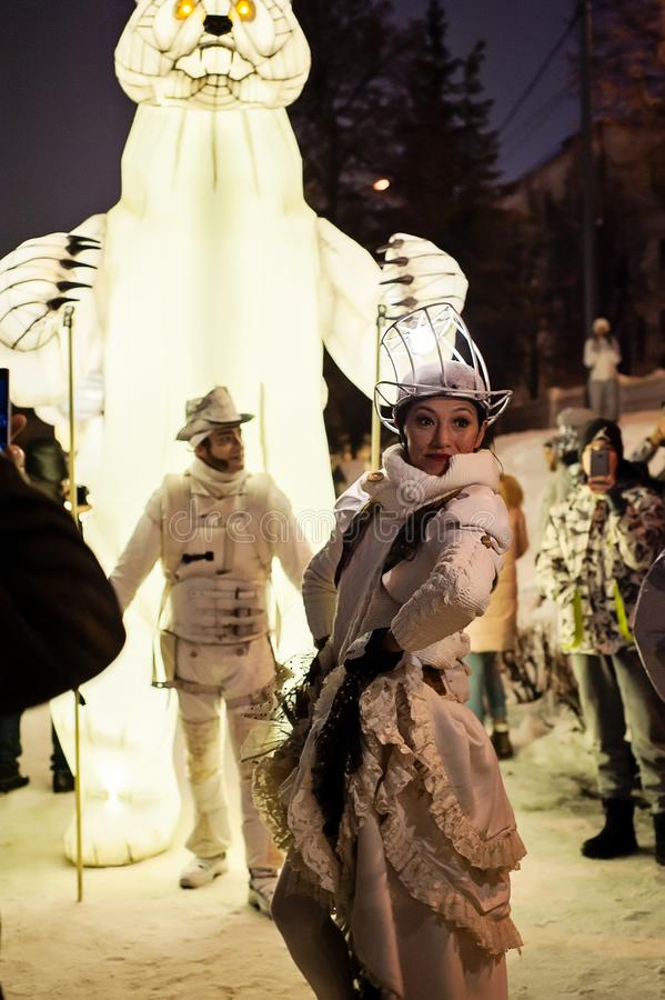 Kasan, Tatarstan/Russland - 12 29 2017: Die ` Remue-Haushalt ` Unterhaltungsshow Französische Truppe arbeitet im Zirkus, im Tanz  stockfotografie