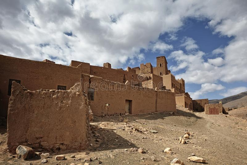 Kasbah και παλαιά σπίτια σε ένα παλαιό χωριό στο όμορφο Draa Val στοκ εικόνα