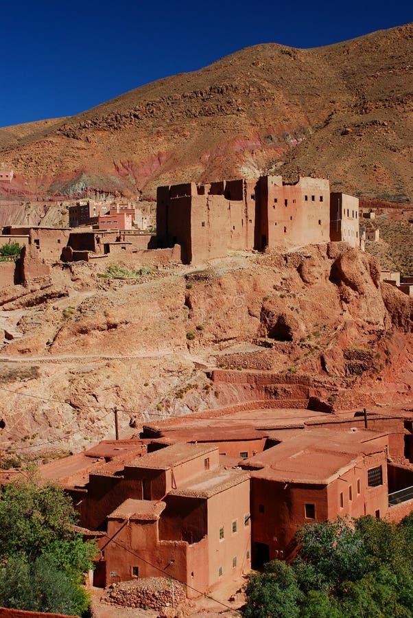 Kasbah dans les ruines. Village d'Ait Ibriren, gorges de Dades. Maroc photo libre de droits