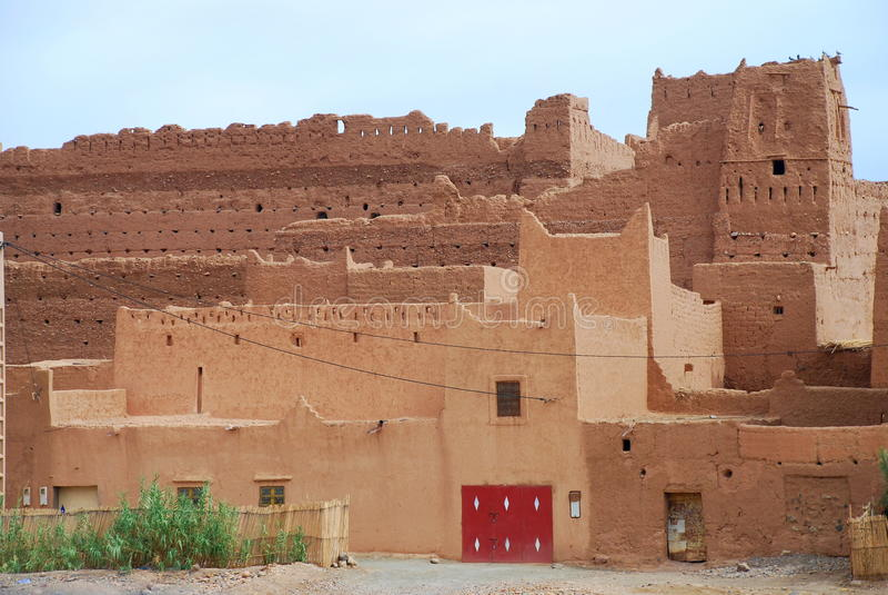 Kasbah in den Ruinen und in den traditionellen Häusern. Nahe Agdz Souss-Massa-Draâ, Marokko stockfotos