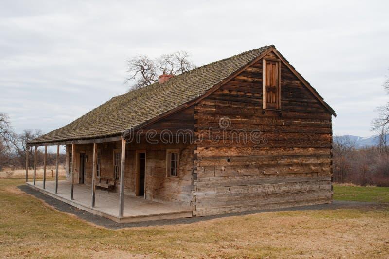 Kasernen am historischen Fort Simcoe lizenzfreies stockfoto