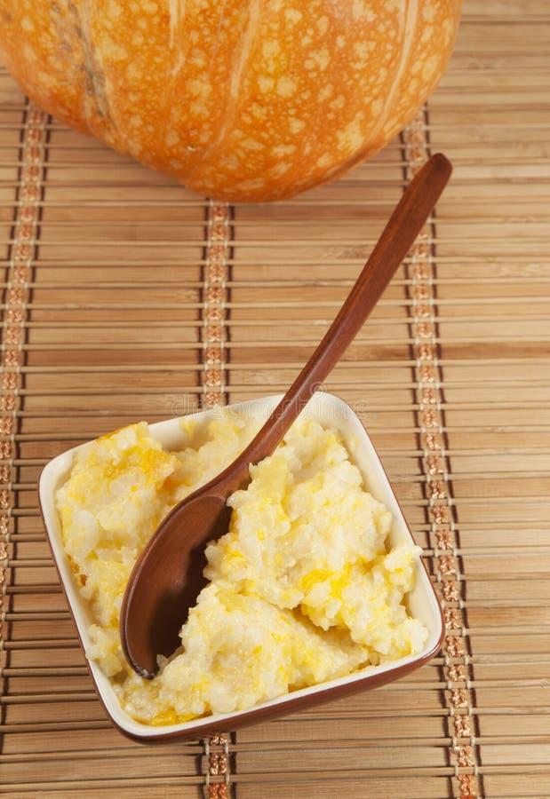Kasha del riso con la zucca immagine stock