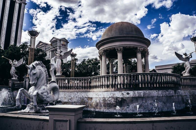 Kasino för Caesars slotthotell, blå himmel, moln, Las Vegas, Nevada, Las Vegas remsa, USA arkivbild