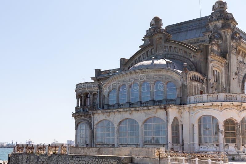 Kasino i Constanta på den Black Sea hamnen royaltyfri foto