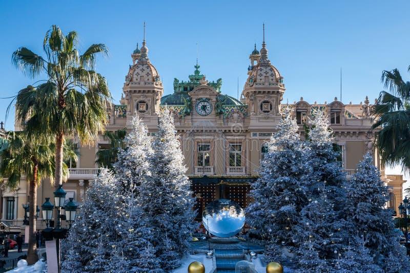 Kasino i Monte - carlo på jul arkivfoton