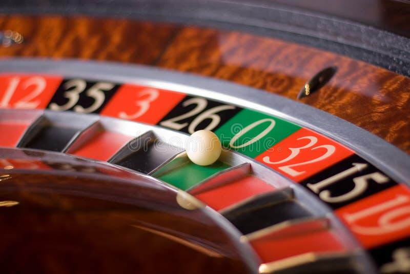 kasinorouletten segrar nolla fotografering för bildbyråer