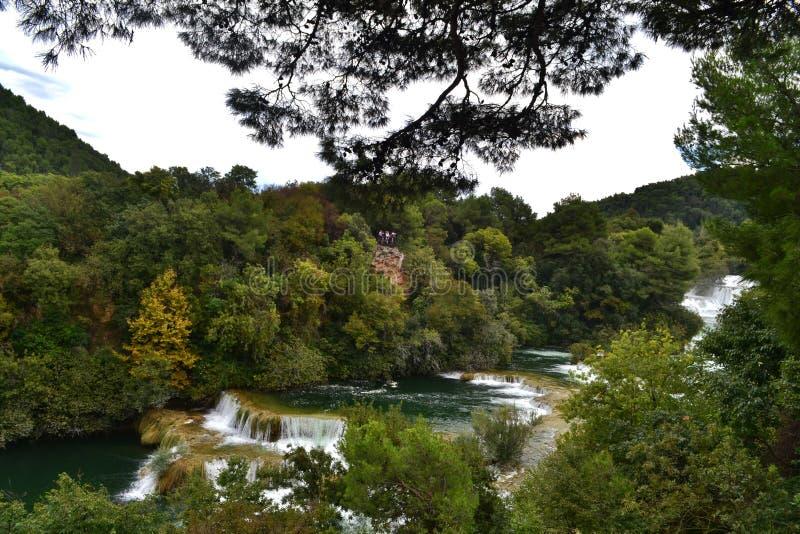 Kaskad av vattenfall Skradinski Buk i nationalparken Krka i Kroatien royaltyfri fotografi