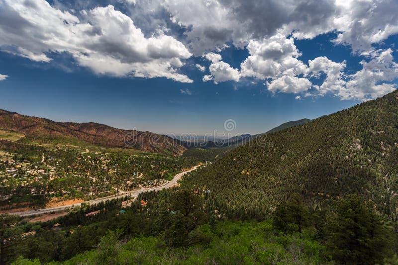 Kaskad Colorado från den maximala huvudvägen för pikar royaltyfri bild