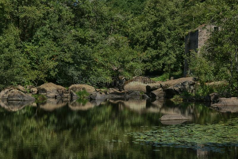 Kaskade und Wasserfälle nahe La Bodiniere, L 'Yon River Vendee, Frankreich stockbild