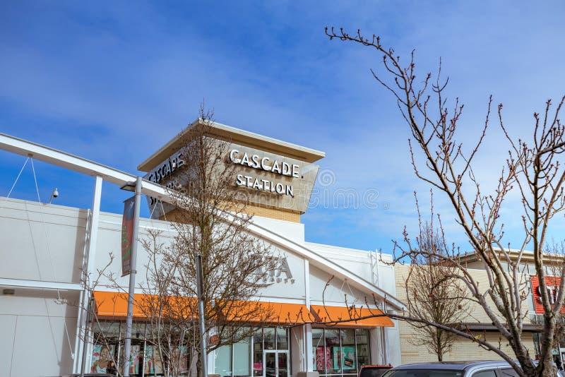 Download Kaskaden-Stations-Einkaufszentrum Am Regnerischen Tag Es Ist In N Redaktionelles Foto - Bild von kaskade, stadt: 106800221