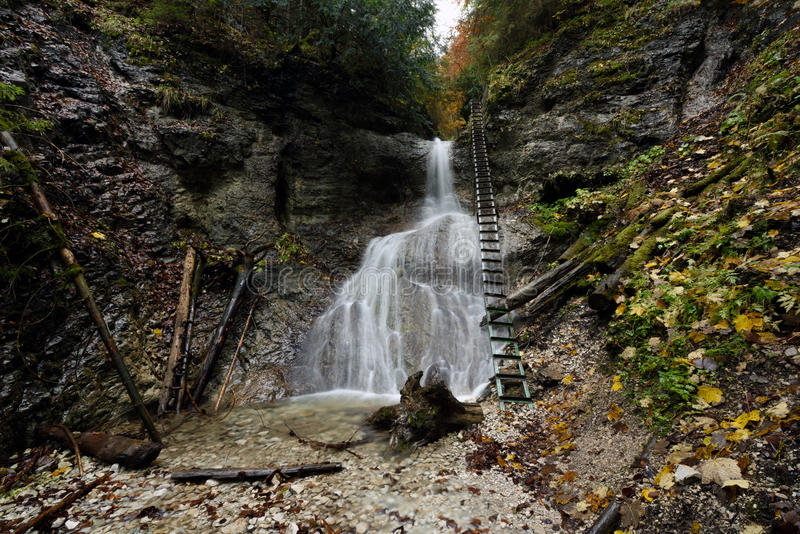 Kaskadovy vodopad, Piecky-Kloof, Slowakije stock foto