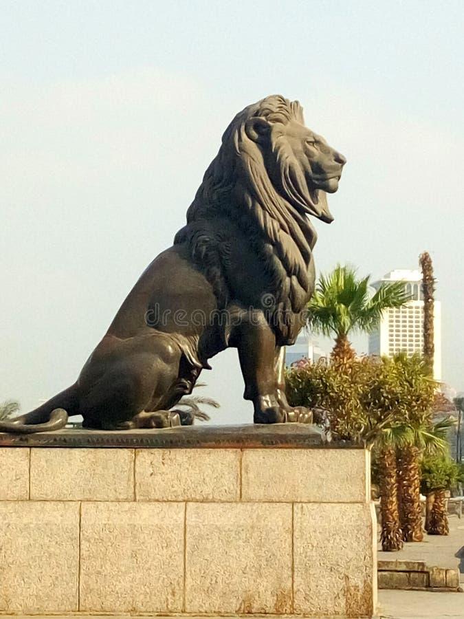 Kasr-Al-Nil-Löwe in Kairo zur Tageszeit lizenzfreie stockbilder