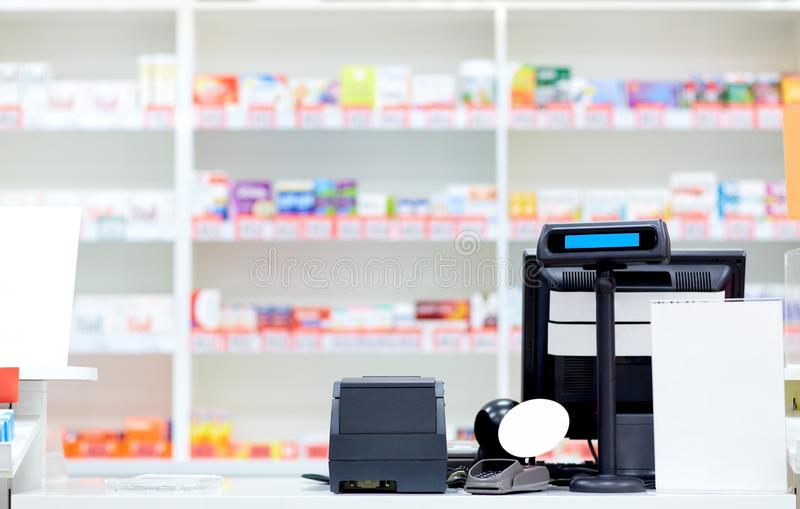 Kassa på apotek eller apoteket royaltyfria foton