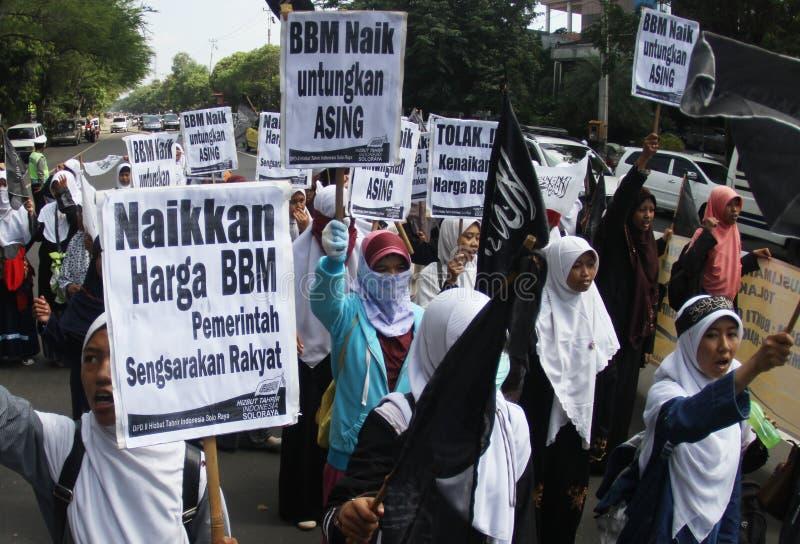 Kassera för lönelyftpriset för olje- bränsle demonstrationen i indonesia arkivbild