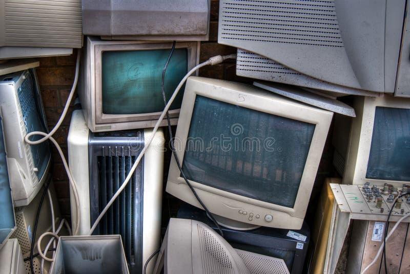 Kasserade CRT-bildskärmar arkivbild