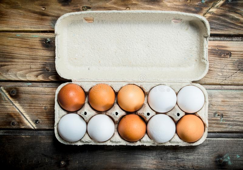Kassett av nya ägg fotografering för bildbyråer
