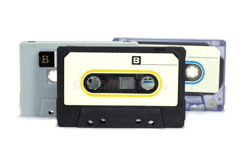 Kassettband på vit bakgrund, parallell musikspelare i 1960 royaltyfria bilder