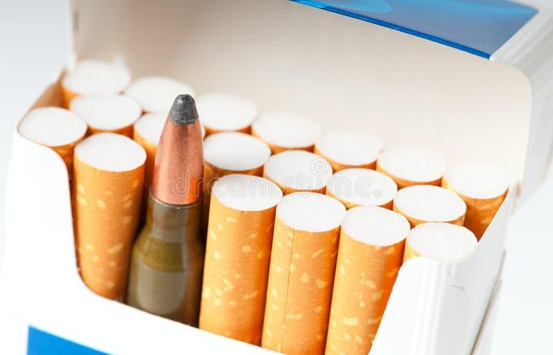 kassettcigaretter öppnar packevapen arkivbilder