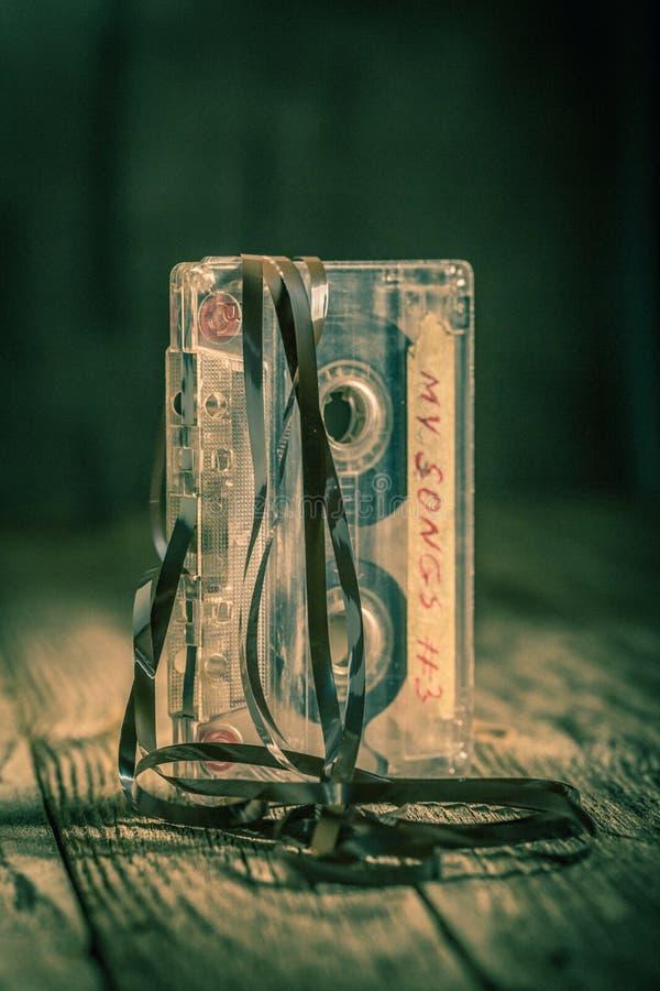 Kassette der Weinlese eine mit einem extrahierten Band lizenzfreie stockfotos