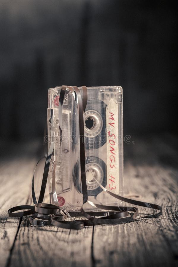 Kassette des Klassikers einer mit einem extrahierten Band lizenzfreies stockfoto