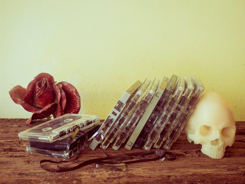 Kassette und Schädel lizenzfreie stockbilder