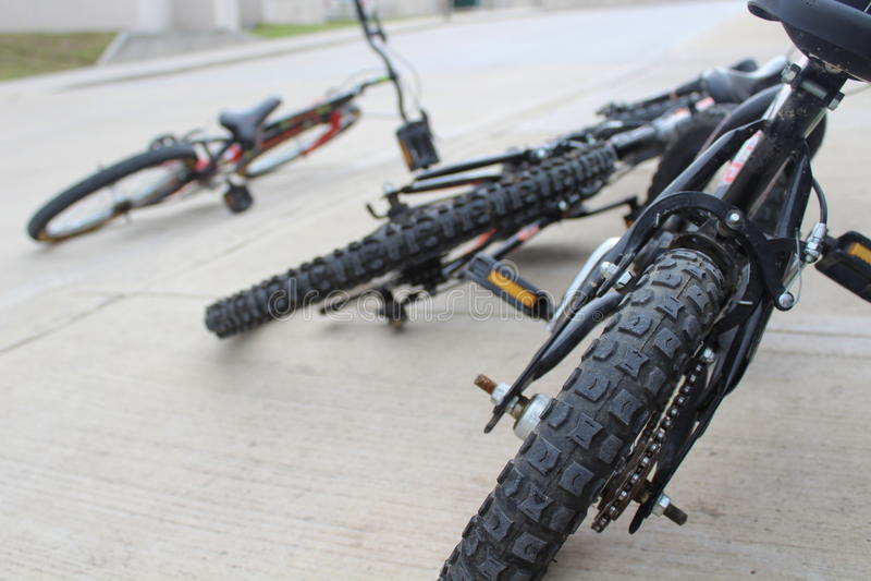 Kastade cyklar fotografering för bildbyråer