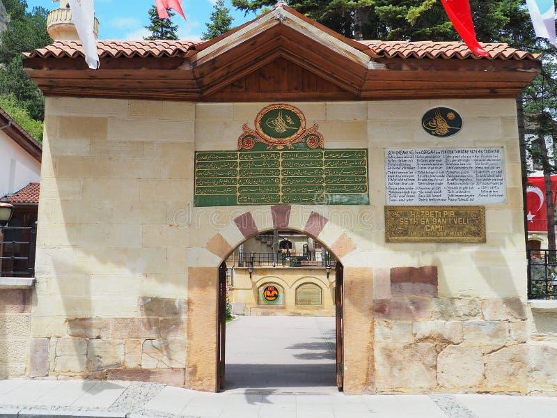KASTAMONU, TURQUÍA - 24 DE JUNIO DE 2018: Vista de la entrada de la mezquita, la central de Kastamonu, fotografía de archivo libre de regalías