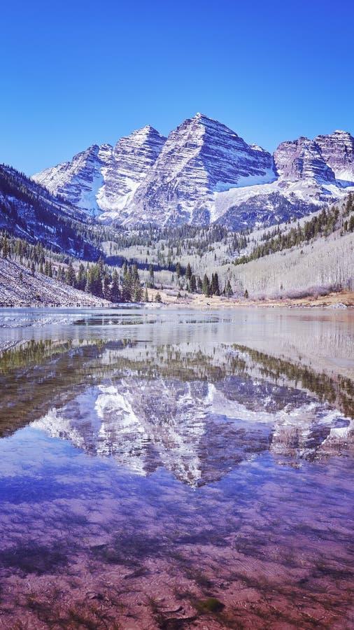 Kastanienbraune Bell-Gebirgsseelandschaft, Colorado, USA stockfotografie