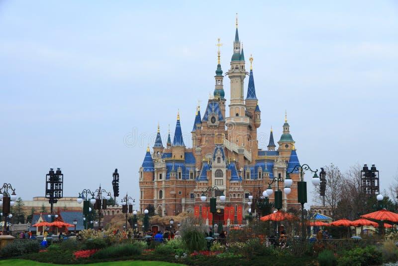 Kasteel bij Disney-Wereld in Shanghai stock afbeelding