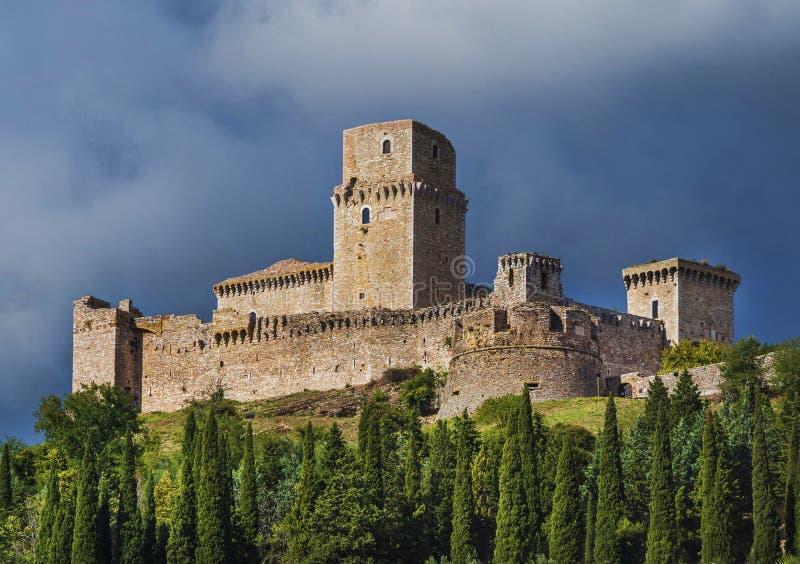 Kasteel dat Assisi, Italië overziet stock fotografie