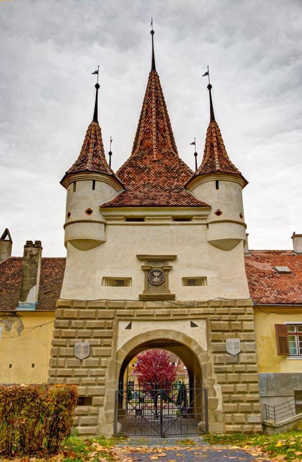 Kasteel dichtbij Brasov, Transsylvanië stock afbeelding