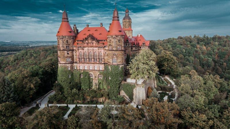 Kasteel in Ksiaz dichtbij Walbrzych-hommel luchtmening royalty-vrije stock foto