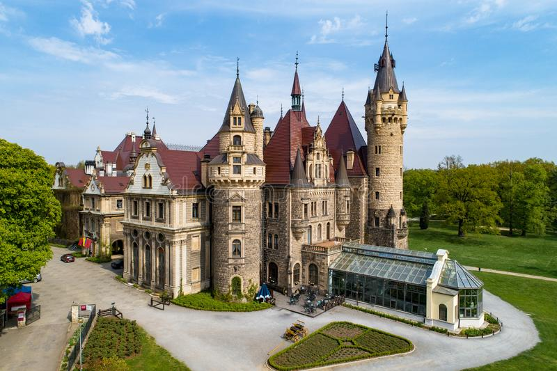 Kasteel in Moszna dichtbij Opole, Silesië, Polen stock foto
