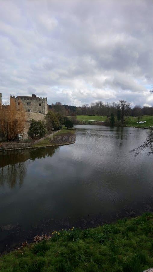 Kasteel op rivier royalty-vrije stock afbeelding