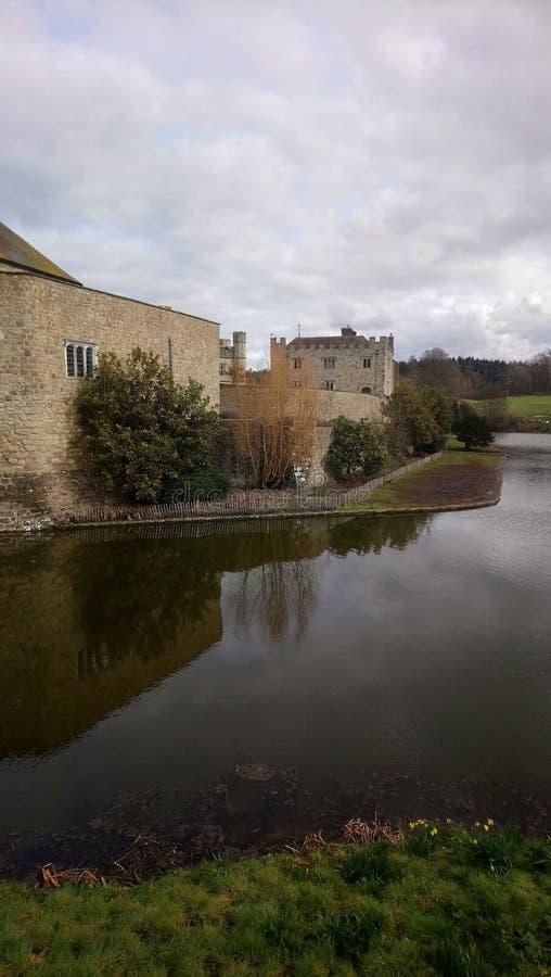 Kasteel op rivierbed royalty-vrije stock foto's