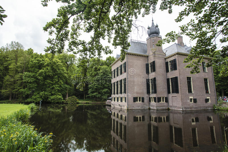 Kasteel Oud Poelgeest门面中世纪城堡在乌赫斯特海斯特,荷兰 免版税库存图片