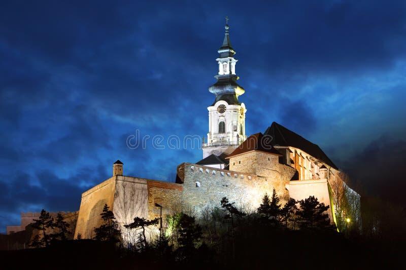 Kasteel Slowakije - Nitra bij nacht stock foto's