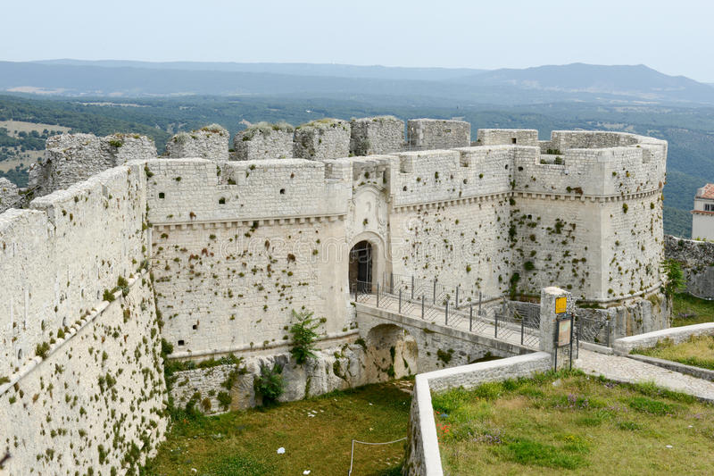 Kasteel van Monte Sant ' Angelo op Puglia royalty-vrije stock afbeeldingen