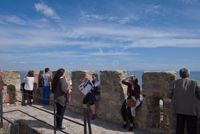 Kasteel van Sao Jorge in Lissabon - oceaanmening royalty-vrije stock foto's