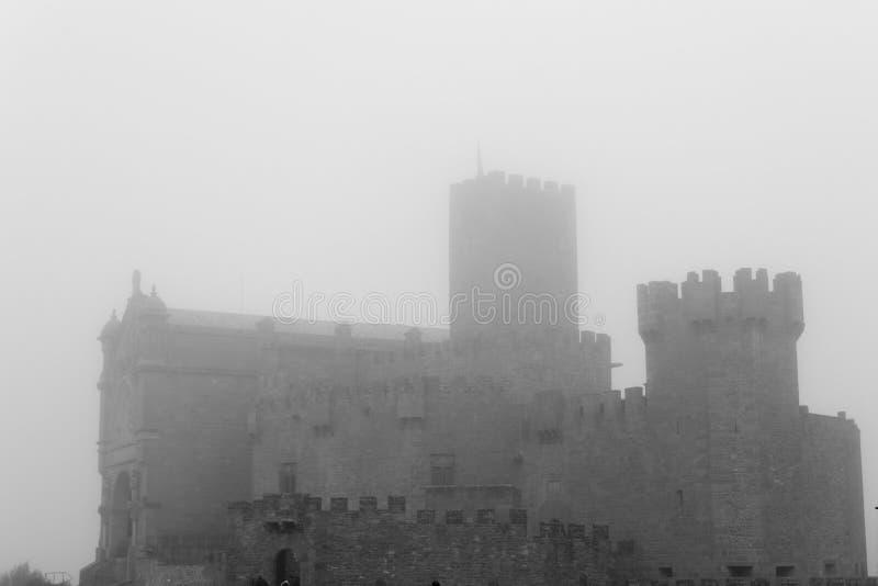 Kasteel van Xavier op een mistige dag Spanje royalty-vrije stock afbeeldingen